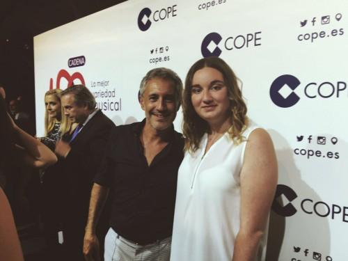 Sergio Dalma con amigos de restaurante en Madrid