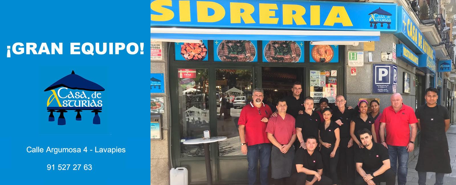 Los grandes amigos de la sidrería Asturias en el centro de Madrid